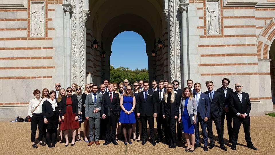 Hele gjengen som er i Houston samlet på Rice University.