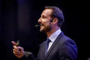 H.K.H Kronprins Haakon taler til studentene.